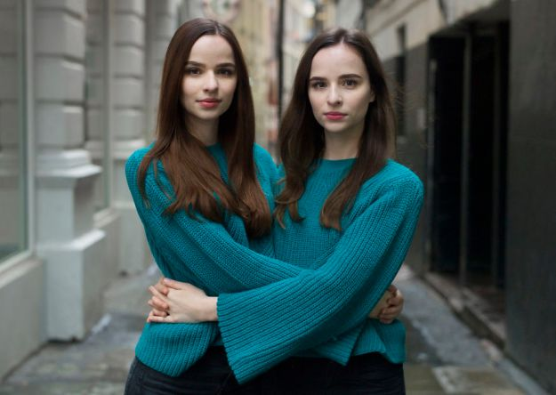 5abdf3ccf278f-london-identical-twin-portraits-alike-but-not-like-peter-zelewski-26-5abb65ec7632b__880 Photographer Captures Identical Twins Next To Each Other To Show How Different They Actually Are Photography Random