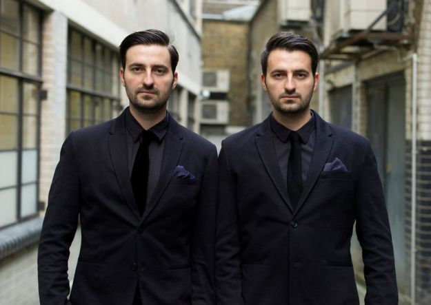 5abdf3cd55bb0-london-identical-twin-portraits-alike-but-not-like-peter-zelewski-3-5abb65bc67317__880 Photographer Captures Identical Twins Next To Each Other To Show How Different They Actually Are Photography Random