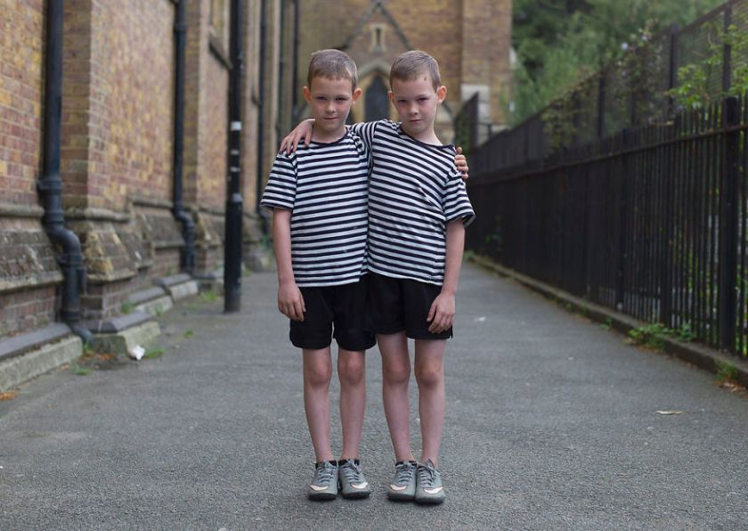 5abdf3cfa8ca5-london-identical-twin-portraits-alike-but-not-like-peter-zelewski-5-5abb65c425831__880 Photographer Captures Identical Twins Next To Each Other To Show How Different They Actually Are Photography Random
