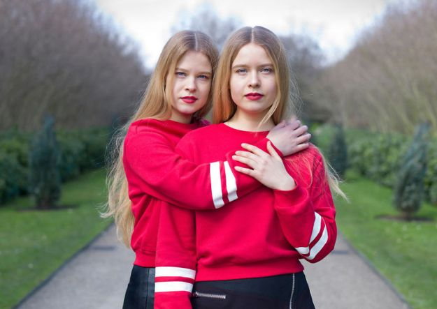 5abdf3cfe3e5c-london-identical-twin-portraits-alike-but-not-like-peter-zelewski-27-5abb65ee4813d__880 Photographer Captures Identical Twins Next To Each Other To Show How Different They Actually Are Photography Random