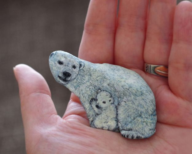 5ac1ef62d80e0-I-Want-To-Paint-The-Life-The-Living-Spirit-Of-The-Being-I-Feel-Inside-The-StoneVol2-5a929c32425dd__880 Artist Brings Stones To Life By Realistically Painting Animals On Them Art Random