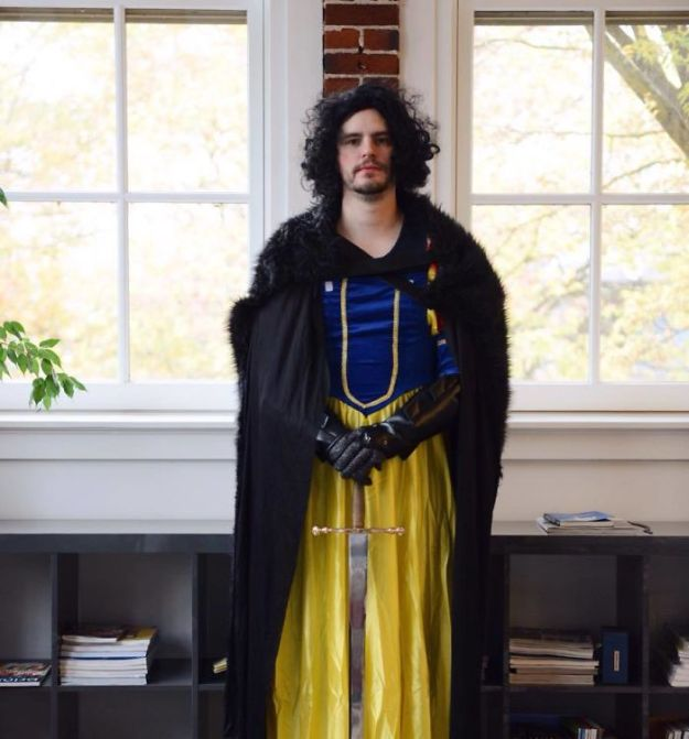 5ac5c89c75233-5abcb53144176_LHBh0s6__700 20+ Pun-tastic Costumes You'll Have To Look At Twice To Understand Random