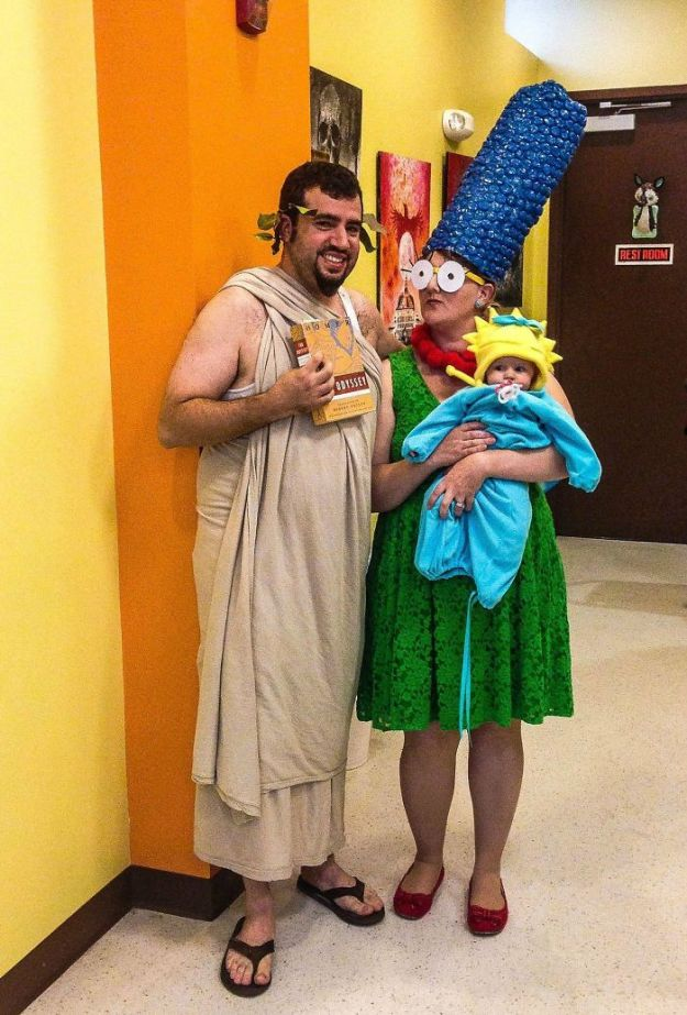 5ac5c89f6eeaf-5abcfaa78d334_enHYMrDr__700 20+ Pun-tastic Costumes You'll Have To Look At Twice To Understand Random