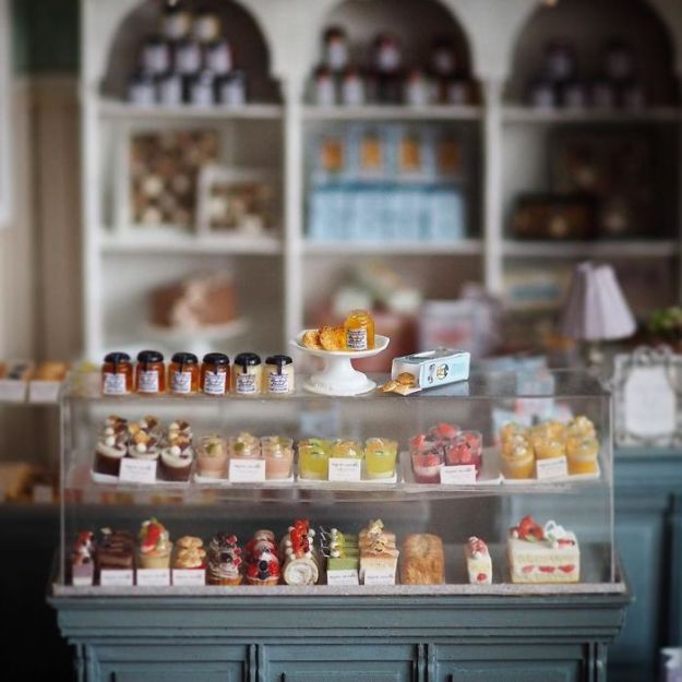 5ac62106878fa-handmade-miniature-art-japanese-artist-kiyomi-12-5a16e0b855734__700 Mother Of Two Wakes Up At 4 AM To Create Antique Dollhouses, And The Details Will Amaze You Art Random