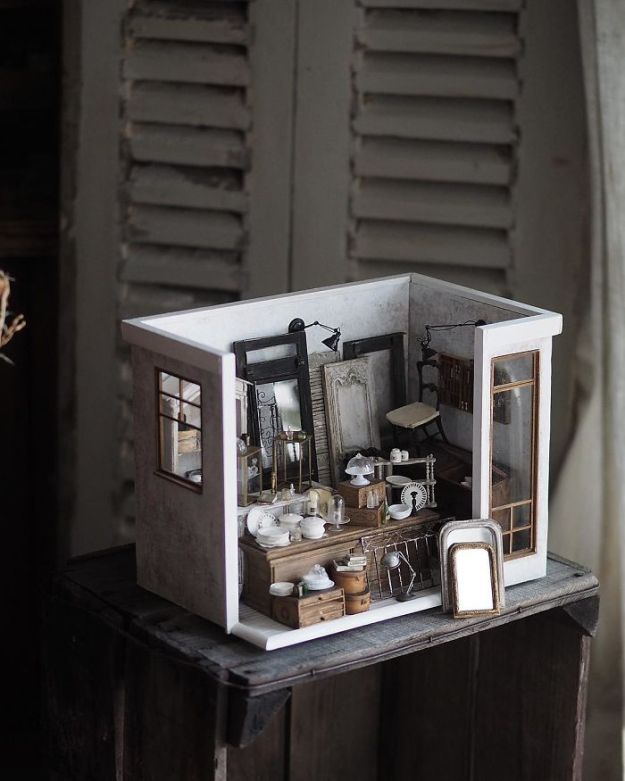 5ac62107366a2-handmade-miniature-art-japanese-artist-kiyomi-30-5a16df58420de__700 Mother Of Two Wakes Up At 4 AM To Create Antique Dollhouses, And The Details Will Amaze You Art Random