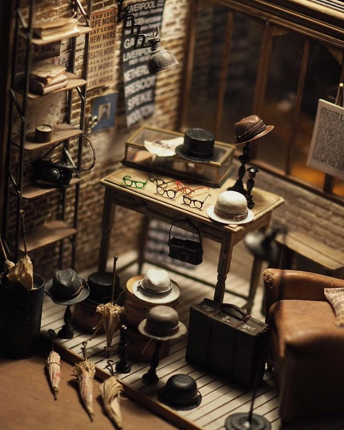 5ac6210872504-handmade-miniature-art-japanese-artist-kiyomi-63-5a16de04823ae__700 Mother Of Two Wakes Up At 4 AM To Create Antique Dollhouses, And The Details Will Amaze You Art Random