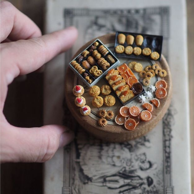 5ac6210b9c818-handmade-miniature-art-japanese-artist-kiyomi-6-5a16deaa3dc62__700 Mother Of Two Wakes Up At 4 AM To Create Antique Dollhouses, And The Details Will Amaze You Art Random