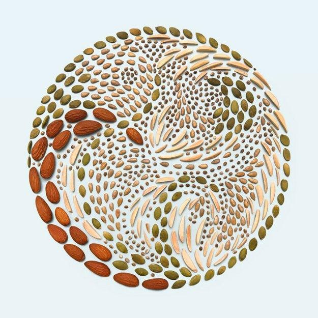 organizing-the-circle-series-kmsalvagedesign-kristen-meyer-16 Artist Arranges Everyday Objects To Make Perfect Art Pieces Art Random
