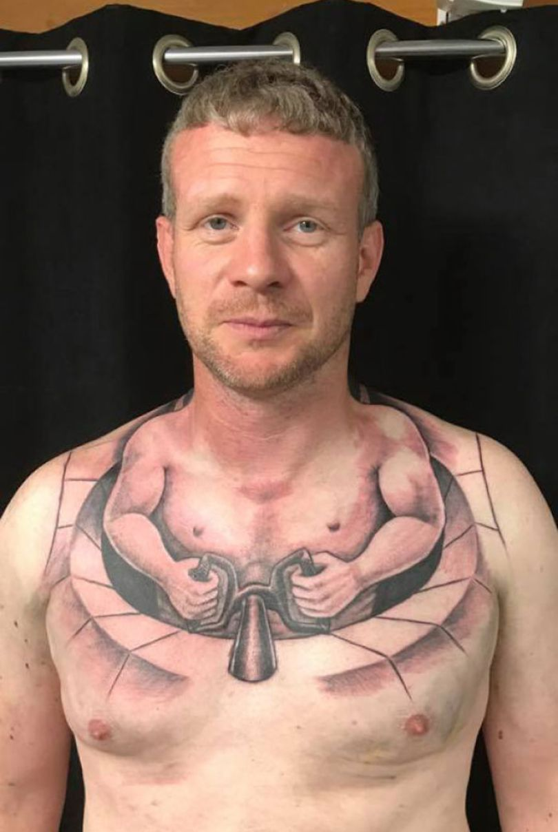 5b23658057f3b funny worst tattoo fails 208 5b1bb208e1a8d  700 - Seleção das piores tatuagens do mundo