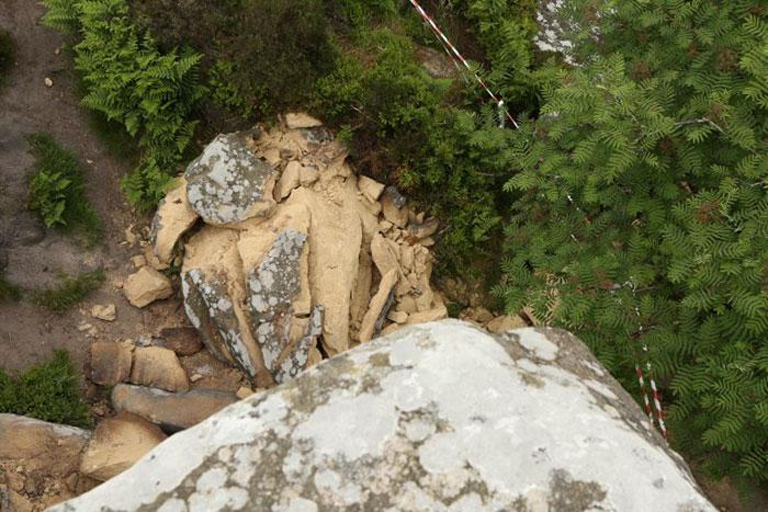5b236f6b9d8b8 brimham rock york moors vandalism north yorkshire 3 5b221003ebec4  700 - Adolescentes destroem 320 milhões de anos de história em poucos segundos