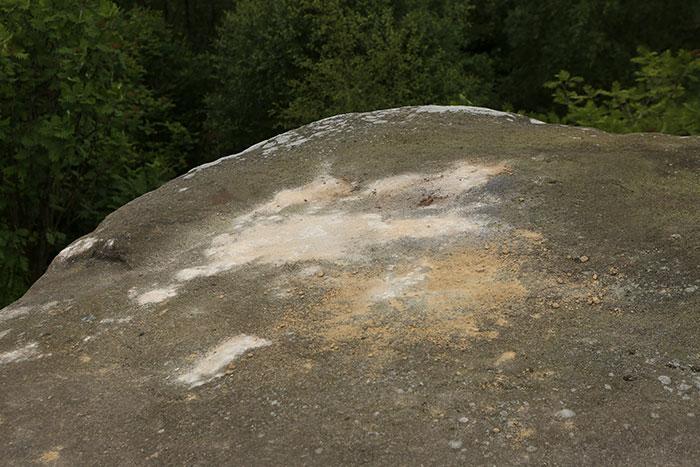 5b236f6d7b88f brimham rock york moors vandalism north yorkshire 5b2227f7c114c  700 - Adolescentes destroem 320 milhões de anos de história em poucos segundos