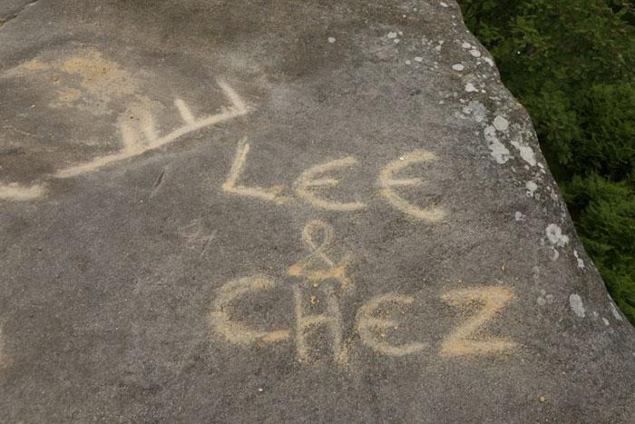 5b236f6e64c9a brimham rock york moors vandalism north yorkshire 9 5b2210243e21e  700 - Adolescentes destroem 320 milhões de anos de história em poucos segundos