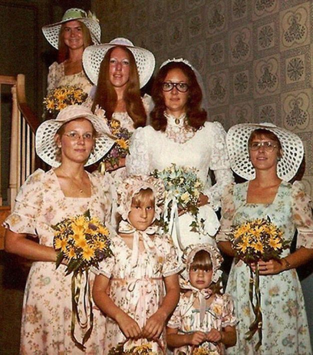5b67f91f093d7-old-fashioned-funny-bridesmaids-dresses-14-5ae2fec134a52__700 15+ Hilarious Vintage Bridesmaid Dresses That Didn't Stand The Test Of Time Random