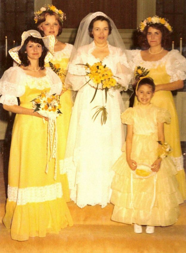 5b67f92020203-old-fashioned-funny-bridesmaids-dresses-11-5ae2fbe4c3805__700 15+ Hilarious Vintage Bridesmaid Dresses That Didn't Stand The Test Of Time Random