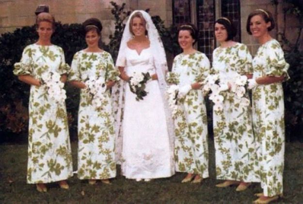 5b67f9212b1ac-old-fashioned-funny-bridesmaids-dresses-35-5ae31cd5944dc__700 15+ Hilarious Vintage Bridesmaid Dresses That Didn't Stand The Test Of Time Random
