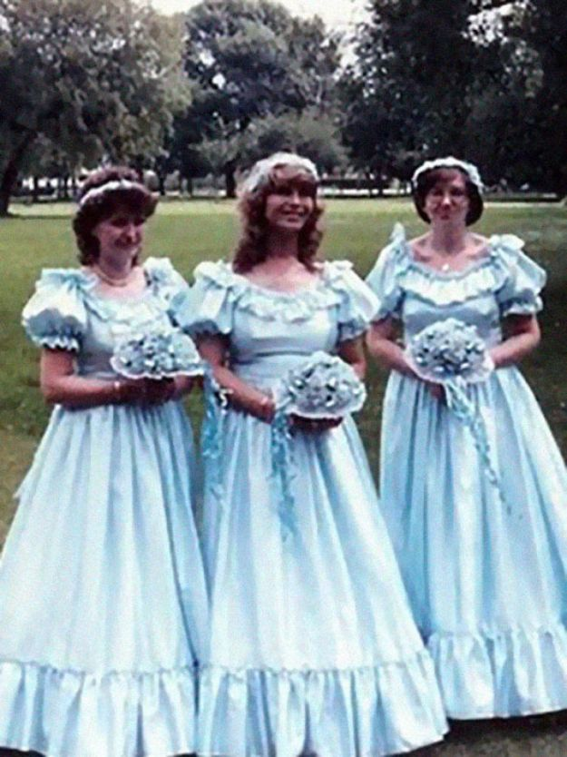 5b67f9236b602-old-fashioned-funny-bridesmaids-dresses-17-5ae30414d2c6f__700 15+ Hilarious Vintage Bridesmaid Dresses That Didn't Stand The Test Of Time Random