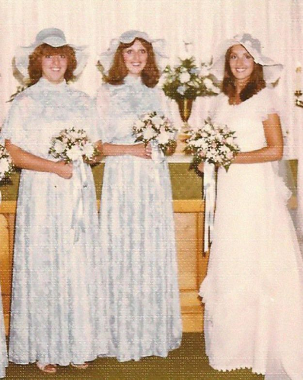 5b67f923a0df3-old-fashioned-funny-bridesmaids-dresses-26-5ae3156a7a078__700 15+ Hilarious Vintage Bridesmaid Dresses That Didn't Stand The Test Of Time Random