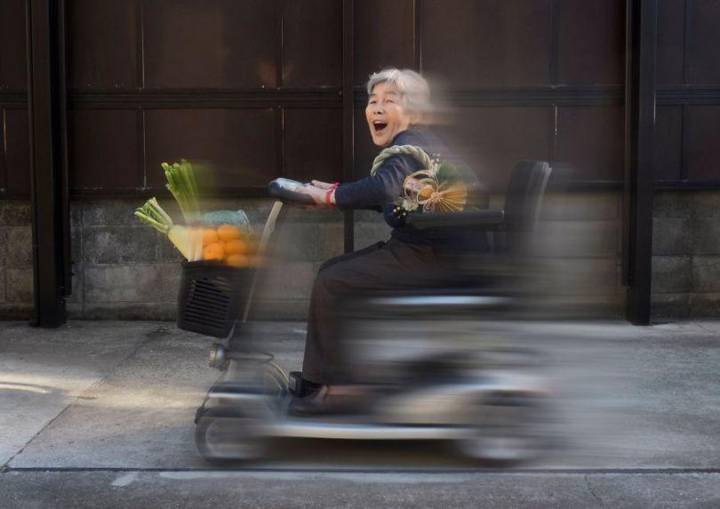 5b72c177cbace Japanese great grandmother at age 90 continues conquering social networks with her incredible joy of living 5b6ccc30b7e98  880 - Senhora divertida de 90 anos tem mais de 200 mil seguidores no Instagram