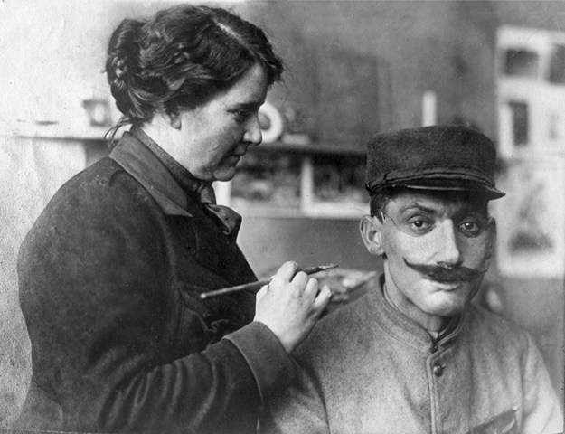 5b72c8458b5de-face-portrait-masks-world-war-anna-coleman-ladd-11-5b6d497452157__700 These WWI Soldiers Were So Wounded They Were Doomed To A Life Of Isolation – This Woman Changed Their Lives Random