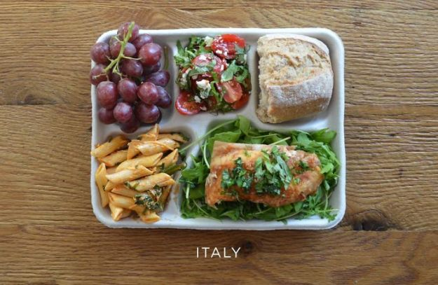 5bb4b3e80731b-italy-5bb3126779df2__700 9 Photos Showing How School Lunches Look Around The World, And America's Looks Least Appealing Random