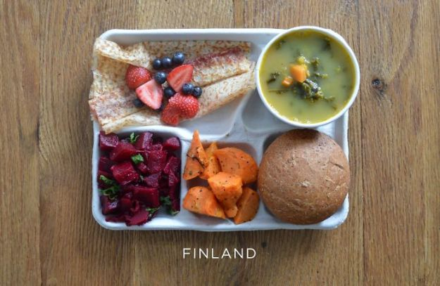 5bb4b3e843a0b-finland-5bb312616db97__700 9 Photos Showing How School Lunches Look Around The World, And America's Looks Least Appealing Random