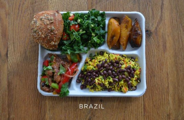 5bb4b3e8be4e2-brazil-5bb3125f4b035__700 9 Photos Showing How School Lunches Look Around The World, And America's Looks Least Appealing Random