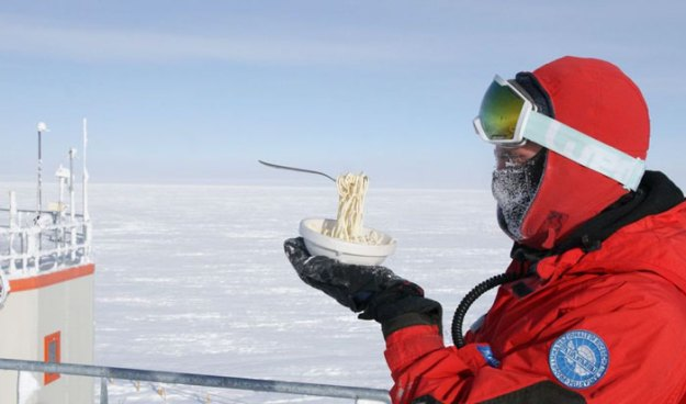 5bbdac3f4d8a1-cooking-food-antarctica-cyprien-verseux12-5bbc51ea086f6__700 This Astrobiologist Tried Cooking Food In Antarctica At -94ºF (-70ºC), Gets Hilarious Results Random