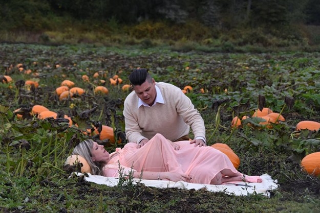 5bbefc604a39a-funny-maternity-photoshoot-alien-pumpkin-field-todd-cameron-li-carter-9-5bbdc4b5bff08__700 This Couple's Maternity Photo Shoot Is The Most Terrifying You've Seen Yet (WARNING: Some Images Might Be Too Horrifying) Photography Random