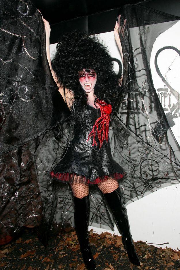 5bdaf525a46cb-heidi-klum-halloween-costumes-2018-11-5bdaab6f1c960__700 Heidi Klum Once Again Proves She's The Queen Of Halloween With This Year's Costume Random