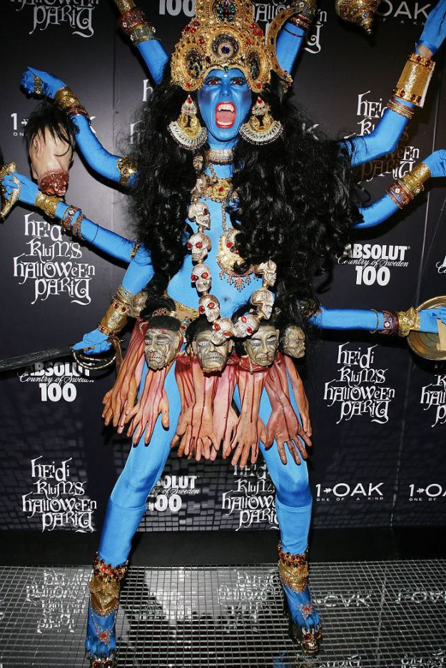 5bdaf5267dc4d-heidi-klum-halloween-costumes-2018-15-5bdaab595ee7f__700 Heidi Klum Once Again Proves She's The Queen Of Halloween With This Year's Costume Random
