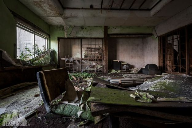 5bea8c3763c59-The-biggest-abandoned-hotel-in-Japan-5be55c8218708__880 This Photographer Took Incredible Photos Inside The Biggest Abandoned Hotel In Japan Photography Random Travel