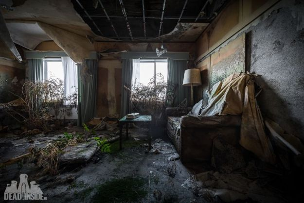 5bea8c3812f64-The-biggest-abandoned-hotel-in-Japan-5be55c87d8ed1__880 This Photographer Took Incredible Photos Inside The Biggest Abandoned Hotel In Japan Photography Random Travel