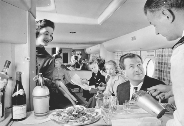 flying-in-the-past-vintage-photos-12 10+ Vintage Photos Taken Between The 1940s And 1970s That Show How Different Flying Was Random Travel