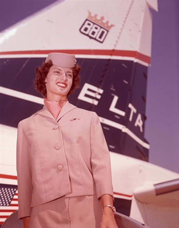 flying-in-the-past-vintage-photos-3 10+ Vintage Photos Taken Between The 1940s And 1970s That Show How Different Flying Was Random Travel
