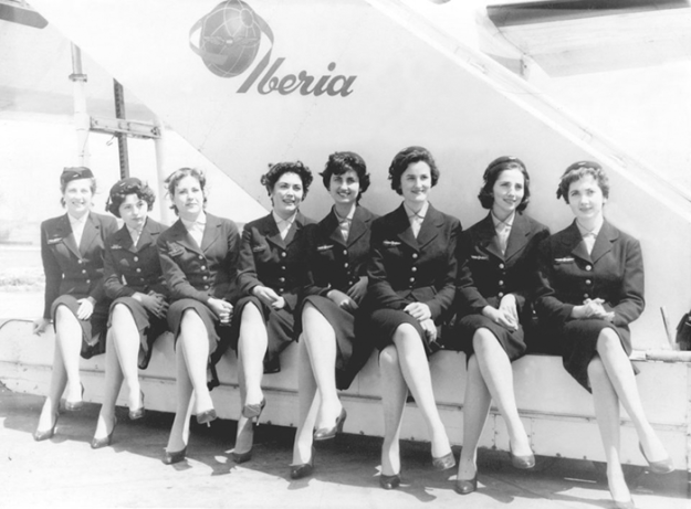 flying-in-the-past-vintage-photos-6 10+ Vintage Photos Taken Between The 1940s And 1970s That Show How Different Flying Was Random Travel