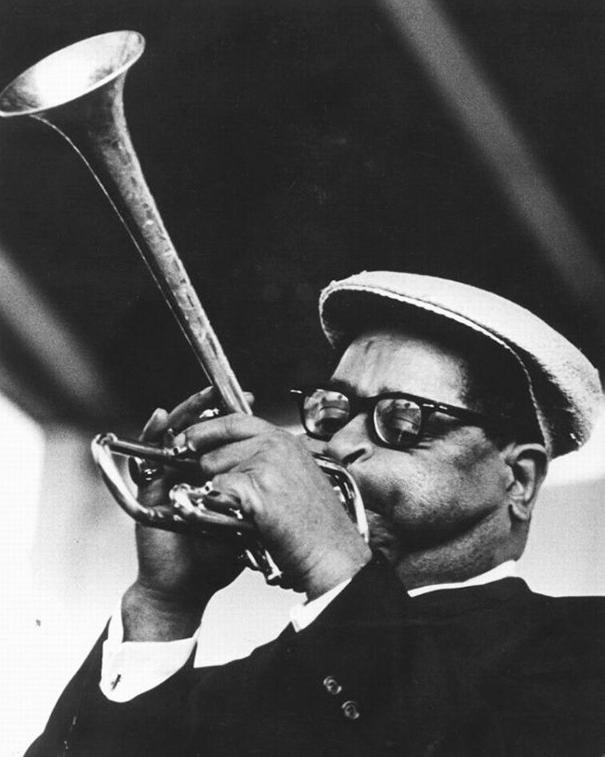 giant-cheeks-dizzy-gillespie-17 20 Photos Showing The Amazing Stretched Cheeks Of Legendary Jazz Player Dizzy Gillespie Random