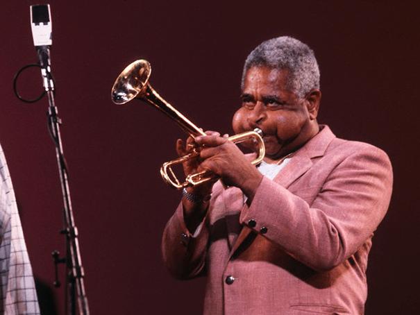 giant-cheeks-dizzy-gillespie-5 20 Photos Showing The Amazing Stretched Cheeks Of Legendary Jazz Player Dizzy Gillespie Random