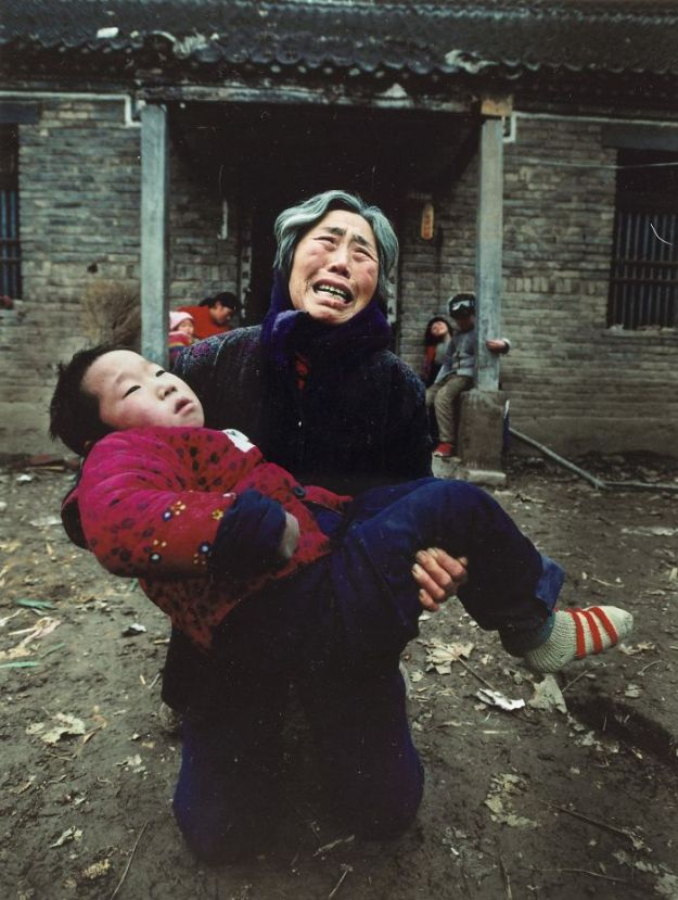 5c063e2a29c91-award-winning-chinese-photographer-vanished-lu-guang-china-xinjiang-5c04de7a20c2a__700 22 Photos That China Don't Want You To See By A Photojournalist Who Just Vanished In China Photography Random