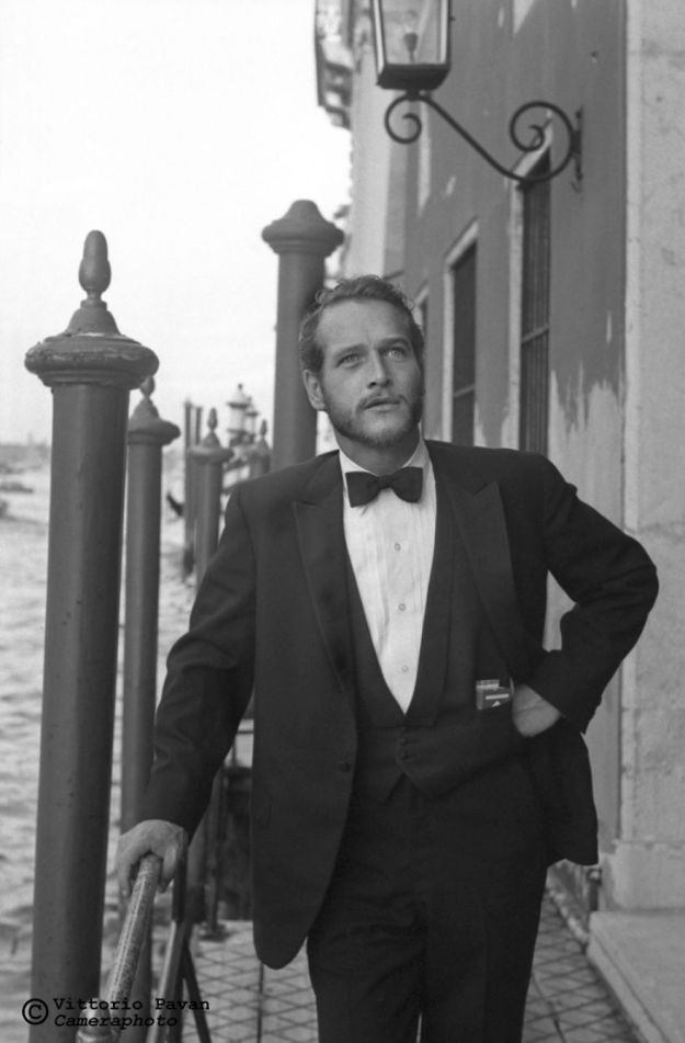 5c08e564d1b3c-You-cant-get-much-Cooler-than-these-Celebrities-hanging-out-in-Venice-in-the-Fifties-5c067bfe7350a__880 26 Vintage Photos Of Celebrities Hanging Out In Venice That Will Make You Want To Go Back To The 50s Photography Random