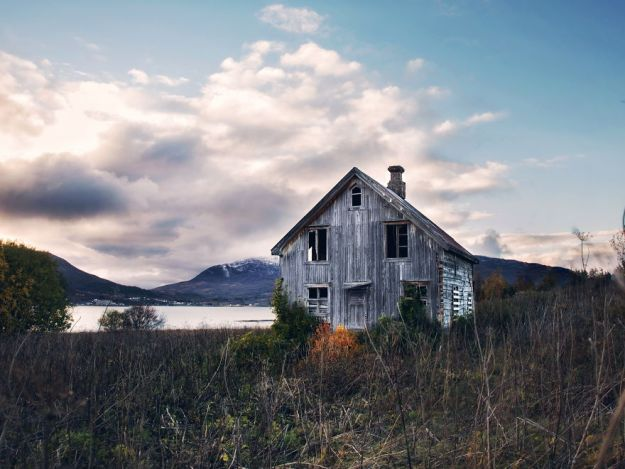 5c092cc94ff51-2018-11-13-123729-1-11-5bfd94f3cfeaa__880 29 Photos Of Abandoned Houses In The Arctic By Norwegian Photographer Britt Marie Bye Photography Random Travel