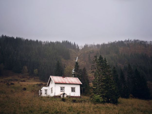 5c092cca28511-2018-11-20-025930-1-5bfd9507a5b3d__880 29 Photos Of Abandoned Houses In The Arctic By Norwegian Photographer Britt Marie Bye Photography Random Travel
