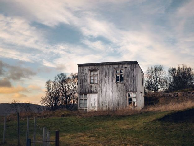 5c092ccb37df0-2018-11-20-025912-1-5bfd94fe8c233__880 29 Photos Of Abandoned Houses In The Arctic By Norwegian Photographer Britt Marie Bye Photography Random Travel