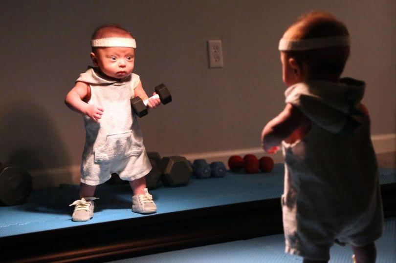 """5c497b3b59599 Ryan11 5c475647d90b7  880 - Pai fez seu bebê prematuro fazer """"coisas de homem"""". É hilário!"""