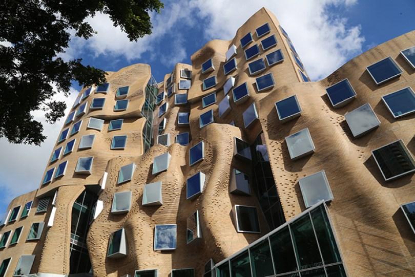 5c50114455b20 Dr Chau Chak Wing Building 7906 5c4870558a308  700 - Os impressionantes edifícios do arquiteto Frank Gehry
