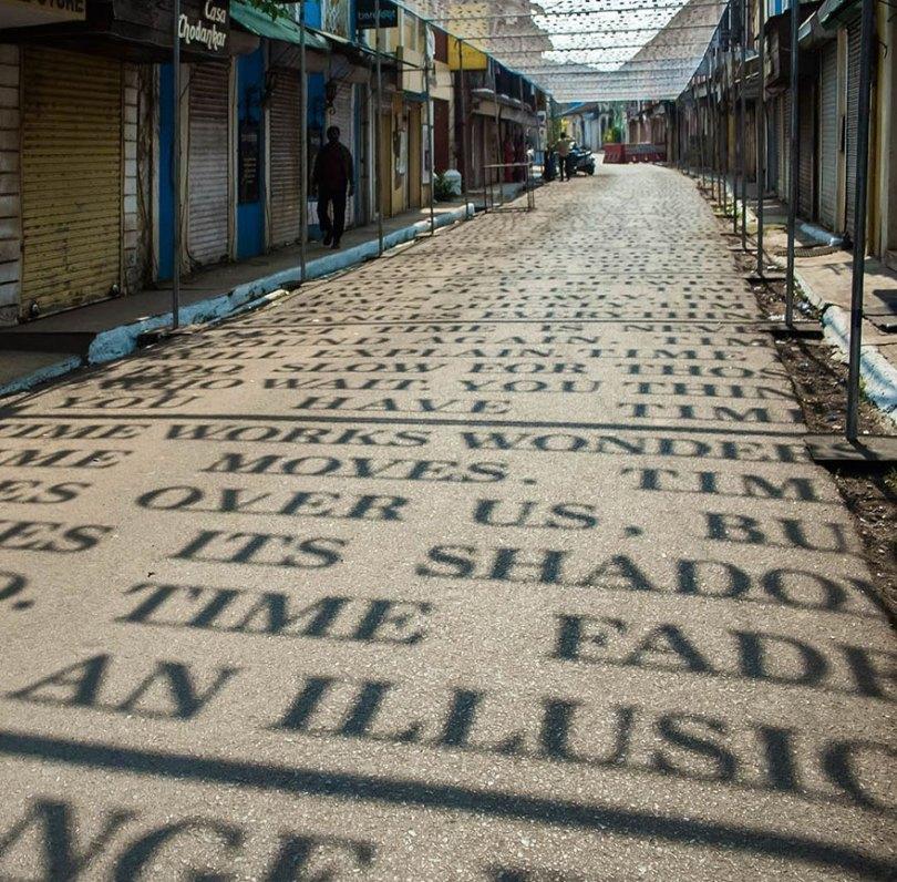 theory of time daku 10 - Artista indiano usa luz solar para projetar frases que exploram Teoria do Tempo