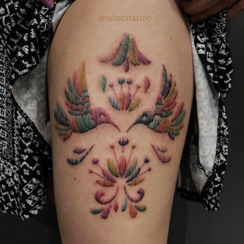 """5cab0303350df Btl5lteA7MK png  700 - 30 tatuagens em estilo """"bordado"""" são lindas e intrigantes"""
