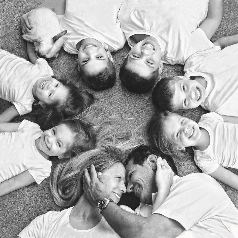 5d68d2116b0d9 485 months family bestxs 5d551126b48f8  880 - Mãe de gêmeos e depois trigêmeos documenta sua família em fotos adoráveis