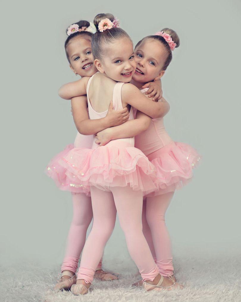 5d68d21344b8c I had a Singleton then twins then triplets 5d6645f21394a  880 - Mãe de gêmeos e depois trigêmeos documenta sua família em fotos adoráveis