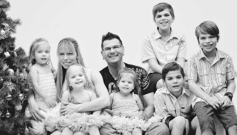 5d68d214d5be8 Family pic 5d551552ad5f4  880 - Mãe de gêmeos e depois trigêmeos documenta sua família em fotos adoráveis