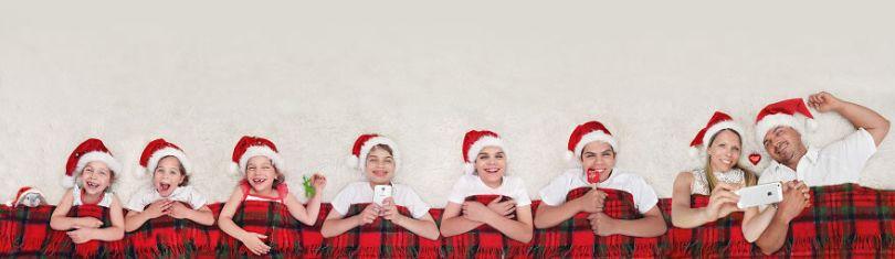 5d68d215724e5 725 months family xmas pic4s 5d5511708c3c0  880 - Mãe de gêmeos e depois trigêmeos documenta sua família em fotos adoráveis